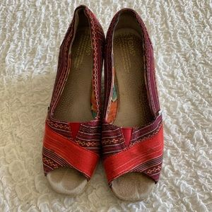 TOMS Wedge Sandals - red Tribal Size 8 1/2